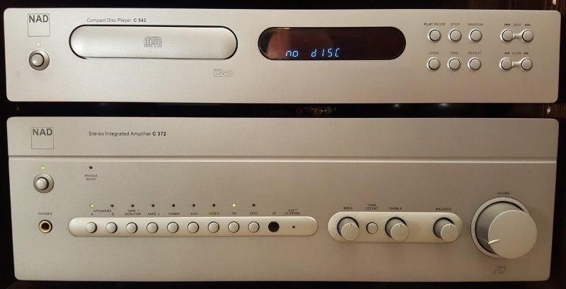NAD Verstärker C 372 und NAD CD-Player C 542.