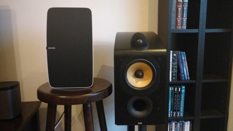 Sonos Play:5 und Bowers & Wilkins 705 Lautsprecher im Vergleich