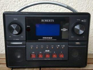 Ein Internetradio von Roberts auf dem Balkon