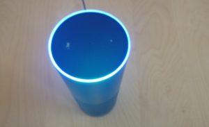 Amazon Echo mit blauem Lichtring