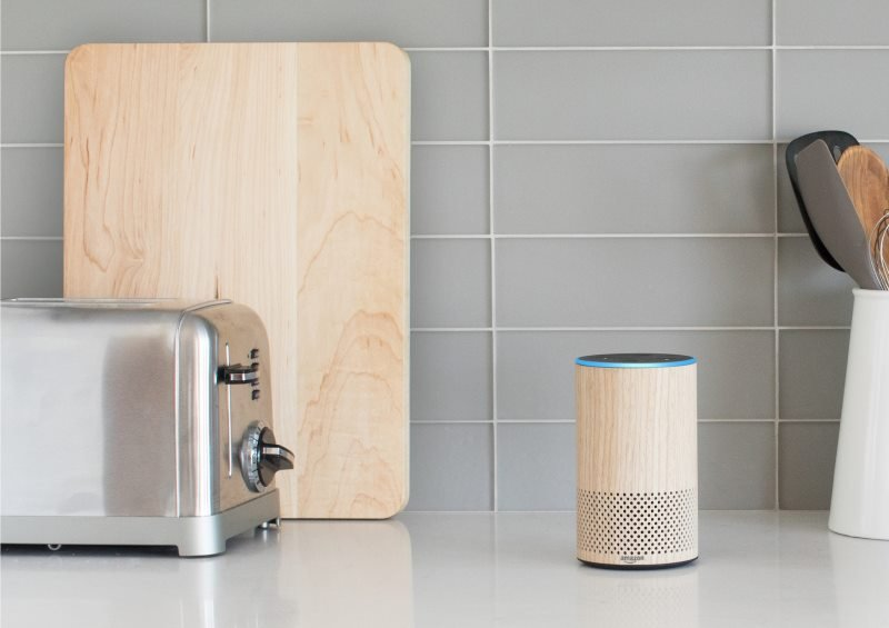 Der neue Amazon Echo in Eiche Optik