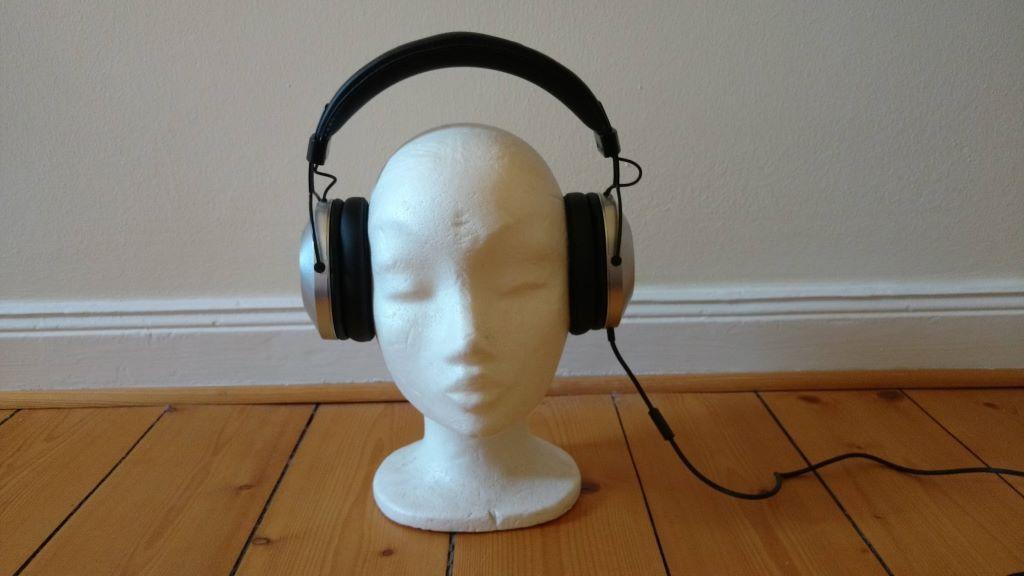 Pioneer SE-MS5T Kopfhörer auf einem Kopf aus Styropor